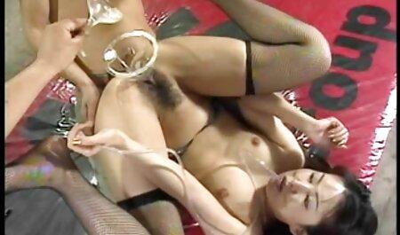 एक औरत के सेक्सी फिल्म एचडी फुल साथ संलग्न