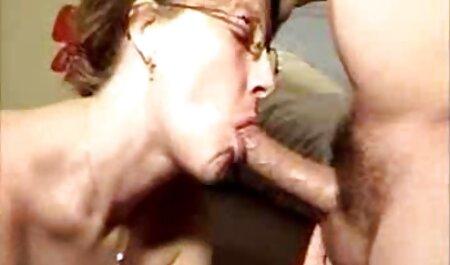 मेज के नीचे बूढ़ी औरत, सेक्सी फुल एचडी हिंदी में