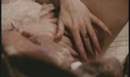 माँ बिस्तर पर हस्तमैथुन से सेक्सी फिल्म फुल एचडी हिंदी में पहले उसके स्तन मालिश