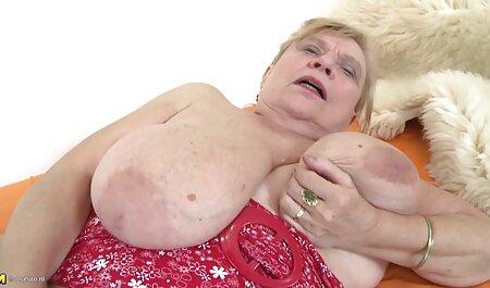 एक युवक फुल एचडी सेक्सी पिक्चर के साथ घर के बाहर तलाकशुदा माँ,
