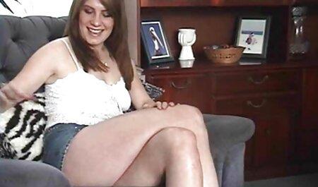 बगीचे सोफे में एक आदमी के साथ नीले रंग सेक्सी फिल्म हिंदी फुल एचडी के जूते में लड़की